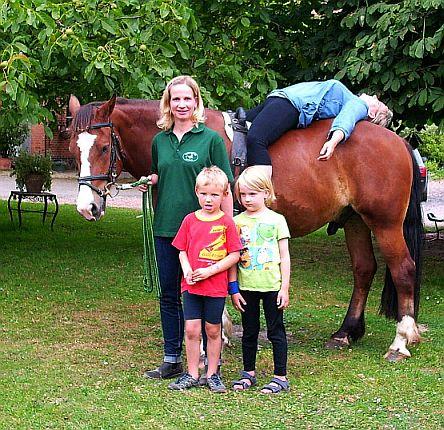 Reitpädagogin Carola Pfau auf dem Hof Meyer